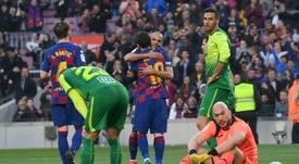 Braithwaite, debut con asistencia a Messi y abrazo del crack. AFP
