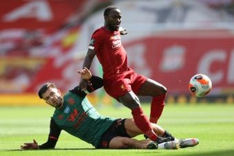 Naby Keïta y el Liverpool negocian una renovación. AFP