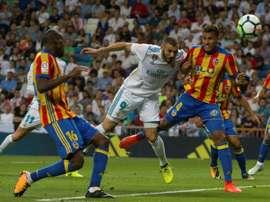 Benzema foi dos mais infelizes na noite 'blanca'. AFP