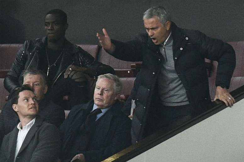 Pin Manchester Uniteds manager Jose Mourinho (R) shouts from the Directors  Box after being sent 22c6a9148845