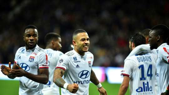 Depay is the centre of all attention. AFP