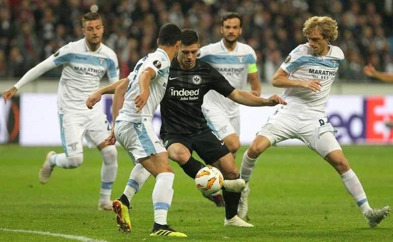 Luka Jovic se acerca al Barcelona. AFP