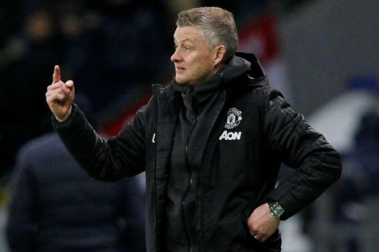 El entrenador del United seguiría en el club. AFP