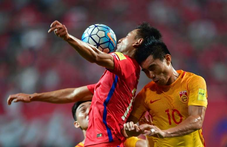 South Koreas Ji Dong-Won (L) fights for the ball with Chinas Zheng Zhi (R). AFP