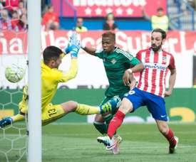 El Atlético y el Betis comparten un objetivo en el Liverpool. AFP