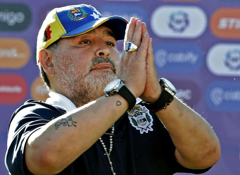 Maradona deixou o cargo de treinador do comando do Gimnasia y Esgrima. AFP