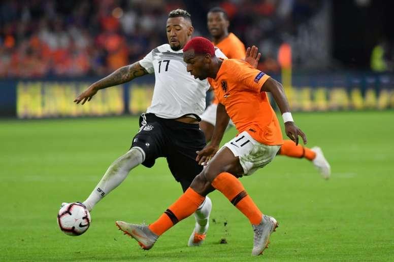Alemania y Holanda pelean por ir a la Eurocopa por la vía rápida. AFP/Archivo