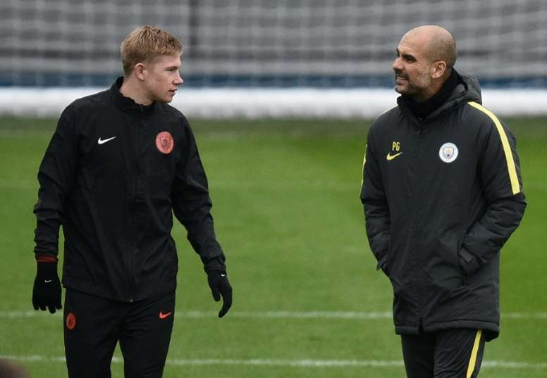 De Bruyne (L) says that Guardiola (R) gets surprised by English teams' tactics. AFP