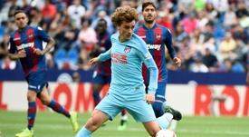 Atlético ofereceu três jogadores para recuperar Griezmann. AFP