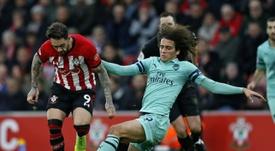 Danny Ings (i) se quedará definitivamente en el Southampton. AFP/Archivo