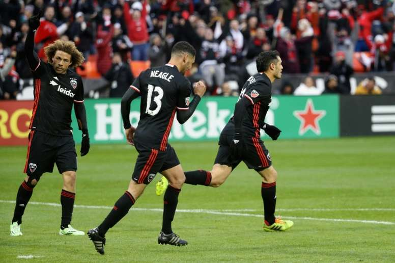 A towering header from Lamar Neagle (C) leveled it for D.C. United at 2-2, with the visitors poised for a share of the points