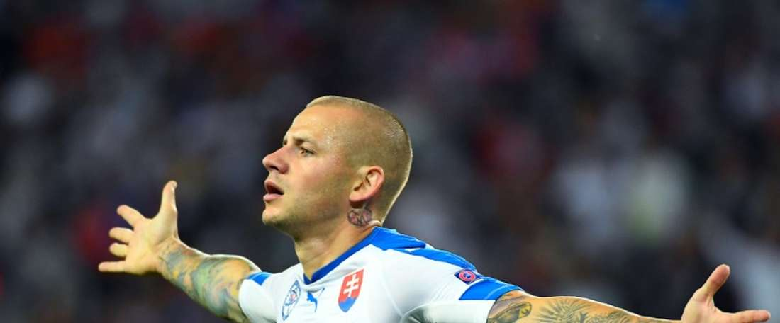 Slovakia's Vladimir Weiss celebrates after scoring against Russia. BeSoccer
