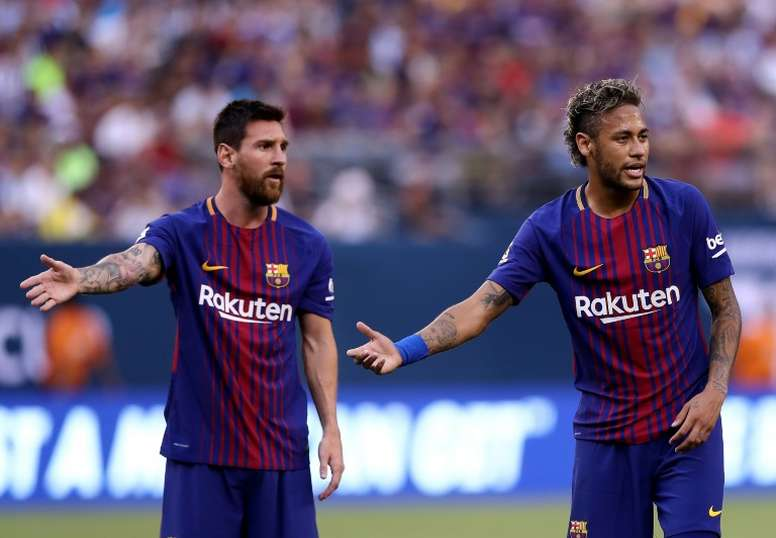 Neymar fuerza la máquina para acercarse al Camp Nou. AFP
