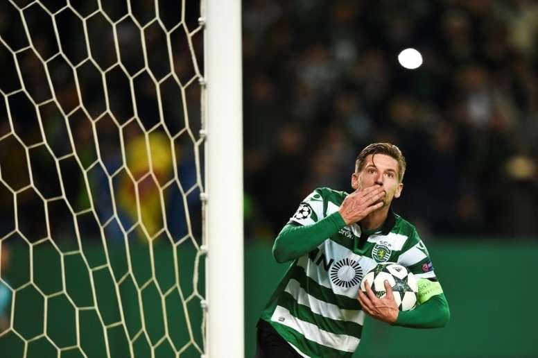 Adrien Silva tendrá que esperar a enero para vestirse de corto. AFP