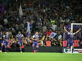 Toulouses Swedish midfilder Jimmy Durmaz (2ndL) and teammates celebrate ater he scored the second goal during the French L1 football match Toulouse vs Paris Saint-Germain
