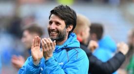 Cowley aún es entrenador del Lincoln. AFP