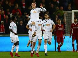 El zaguero podría abandonar el Swansea. AFP