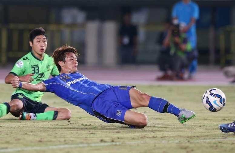 Japans Gamba Osaka defender Koki Yonekura scores against South Koreas Jeonbuk Hyundai Motors for the game deciding goal during the football quarter-final of the AFC champions league in Osaka on September 16, 2015