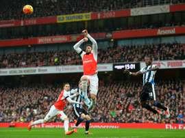 Chancel Mbemba podría ser otro de los jugadores que lleguen al Arsenal. Archivo/EFE/EPA