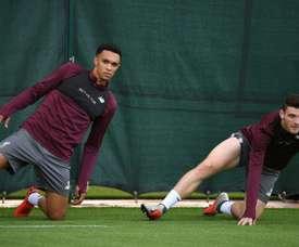 Robertson e Alexander-Arnold somam, nesta temporada, 21 assistências pelo Liverpool. AFP