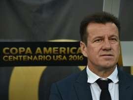 Dunga pede a Neymar que não erre mais. AFP