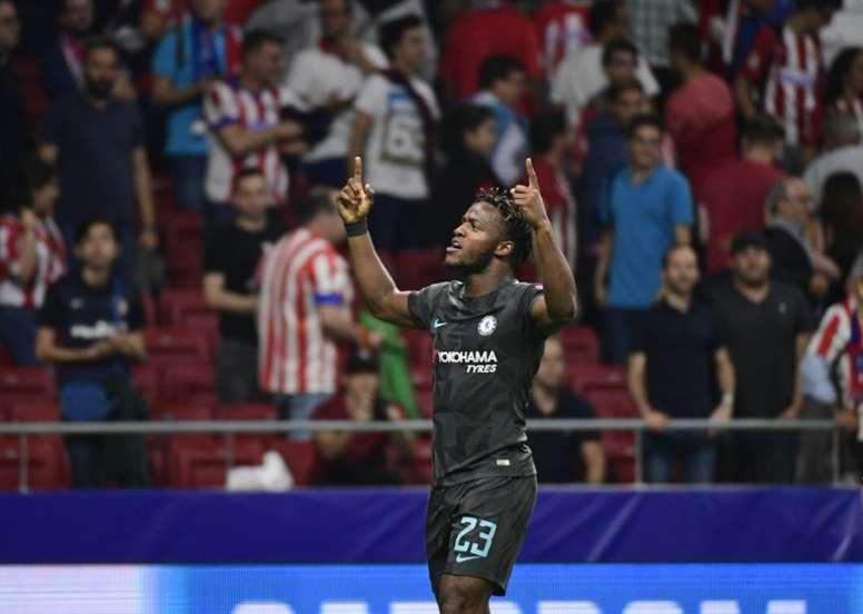Batshuayi ha despertado el interés del Sevilla. AFP