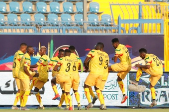 Mali clasificó a octavos de final. AFP