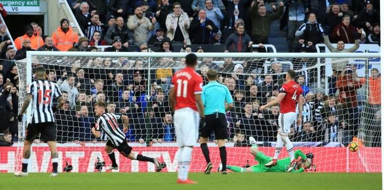 Phil Neville criticó duramente la actitud defensiva de Jones y Smalling. AFP