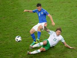 Hendrick (R) started all four of Ireland's Euro 2016 matches. BeSoccer