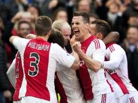El central holandés llega al Ajax para reforzar la zaga. AFP