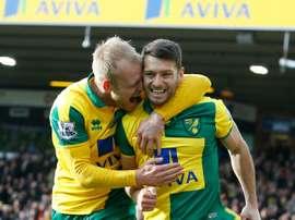 Wes Hoolahan abrió el marcador en el Norwich-Rotherham.AFP