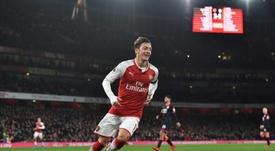 Özil n'a pas hésité. AFP