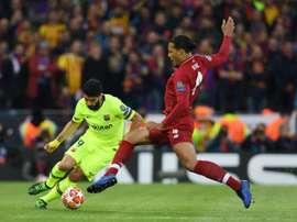 Leboeuf n'y est pas allé de main morte avec Suárez. AFP
