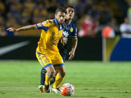 Tigres Rafael Sobis (L) tries to break clear of Club Americas Osvaldo Martinez during their Concacaf Champions League first leg final, in Monterrey, Mexico