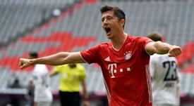 Robert Lewandowski marcou dois gols contra o Chelsea e soma 13 nesta edição da Champions. AFP