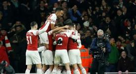 Arsenal y United, tras Che Adams. AFP
