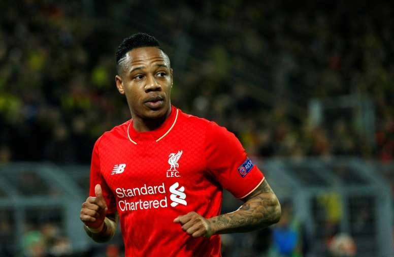 Clyne podría salir definitivamente del Liverpool. AFP