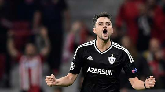 Gurbanov se erigió con líder del fútbol azerí. AFP