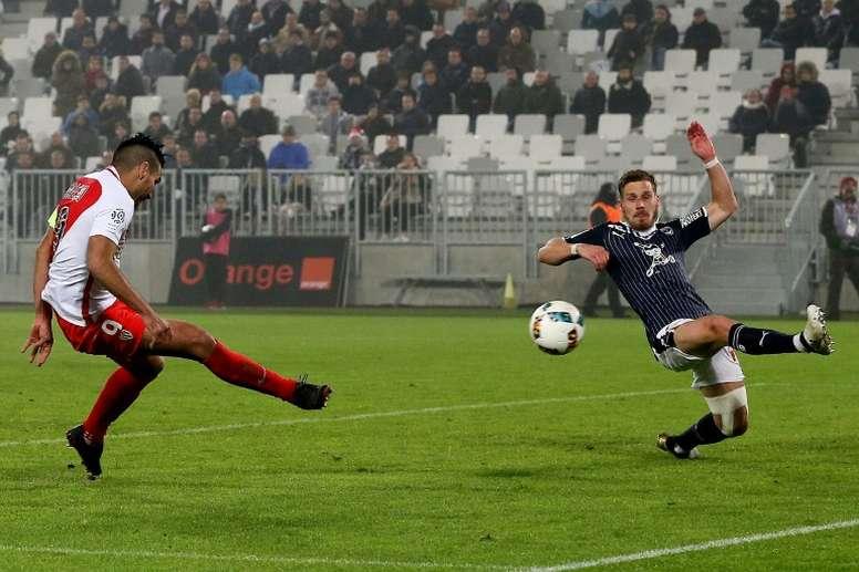 Monacos Colombian forward Radamel Falcao (L) shoots to score a goal against Bordeaux at the Matmut Atlantique Stadium in Bordeaux, southwestern France, on December 10, 2016