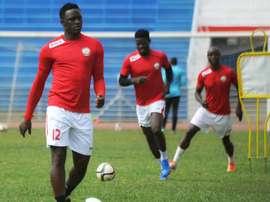 Victor Wanyama (L) trains with Kenyas national team. AFP