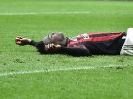 La primera 'cita' pública entre Balotelli y el Milan cumple una década. AFP