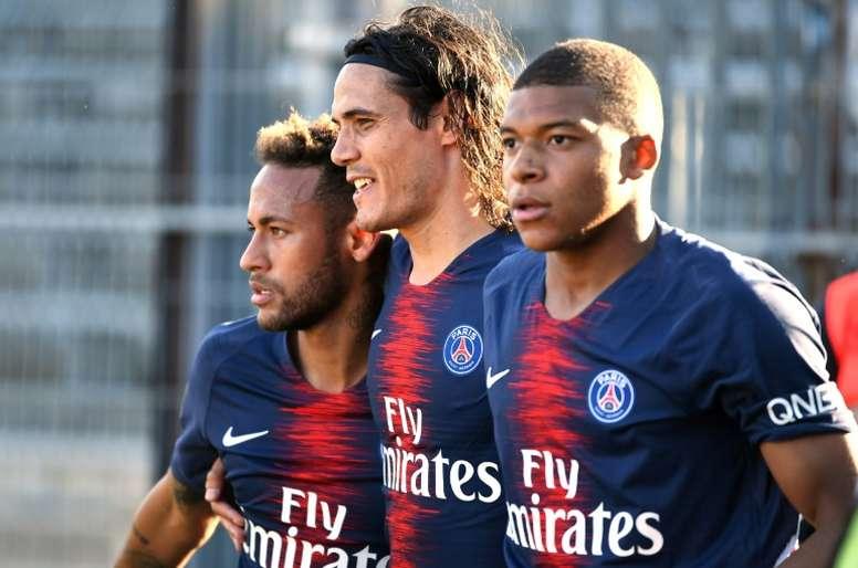 Mbappé ya no se acuerda de Cavani: le dejó fuera del XI histórico del PSG. AFP