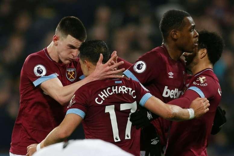 Chicharito podría dejar el West Ham. AFP