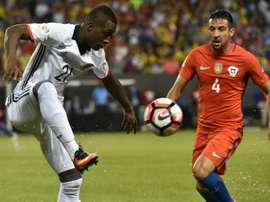 Colombias Marlos Moreno (L) and Chiles Mauricio Isla vie for the ball during the Copa America Centenario semi-final in Chicago, United States, on June 22, 2016