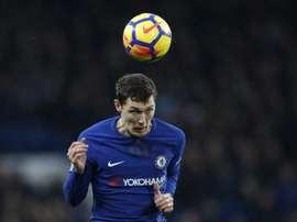 Christensen tiene contrato con el Chelsea hasta 2022. AFP