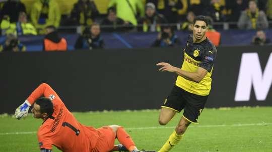 O Bayern observou Achraf contra o Augsburg. AFP