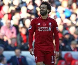 Salah recebe conselhos do treinador do Egito. AFP