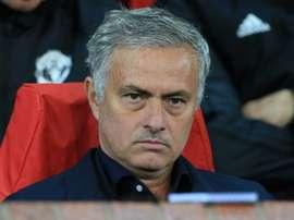 Mourinho busca reforzar la defensa. AFP