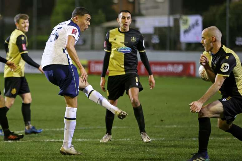 Mourinho reveals that Lucas Moura is teaching Vinicius English. AFP