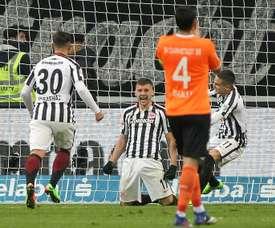 El Eintracht ha superado al colista y sigue tercero de la Bundesliga. AFP